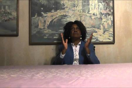 Dr. Tessie R. Simmons Prays With You
